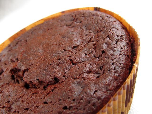 Kakaowy tort z masą chałwową