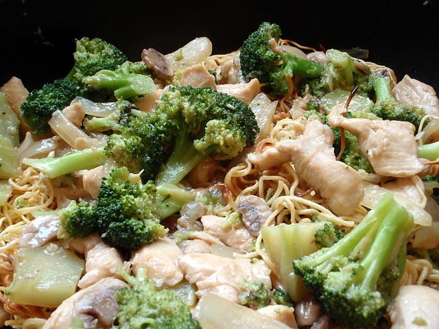 zapiekanka z kurczakiem i brokulami